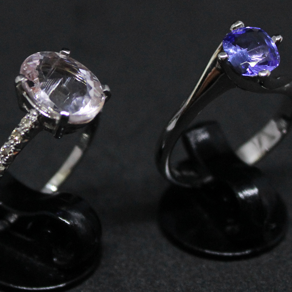 Anelli con pietre dure e diamanti