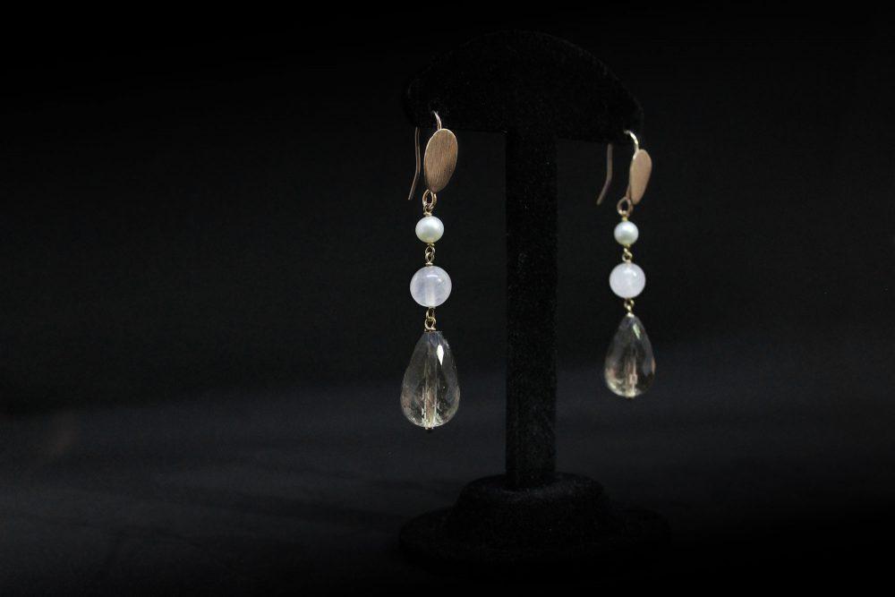 Orecchini pendenti quarzo e perle