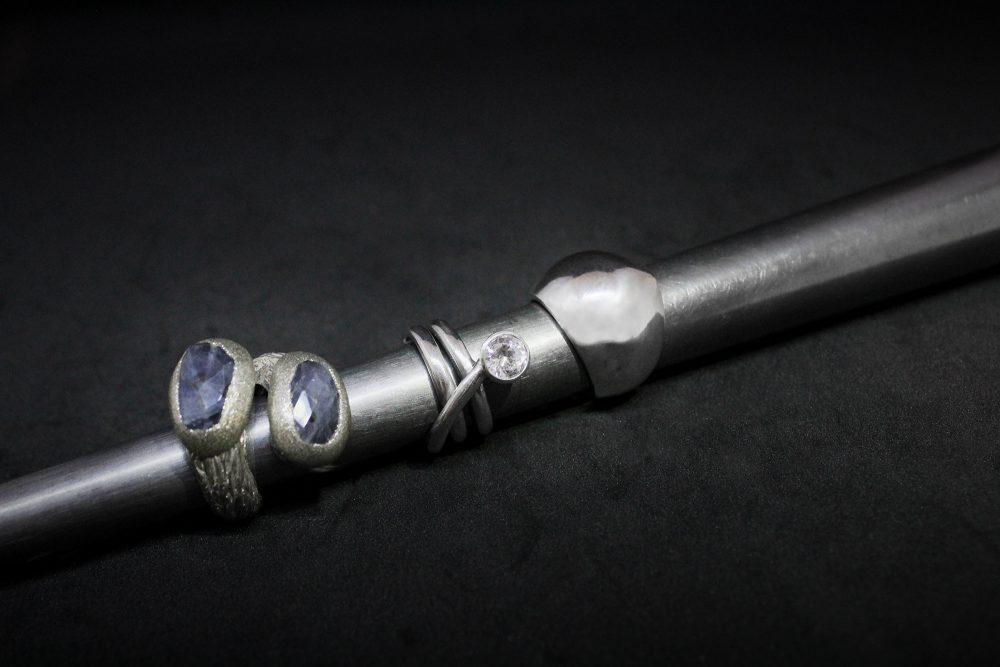 Anelli in argento con diverse pietre dure